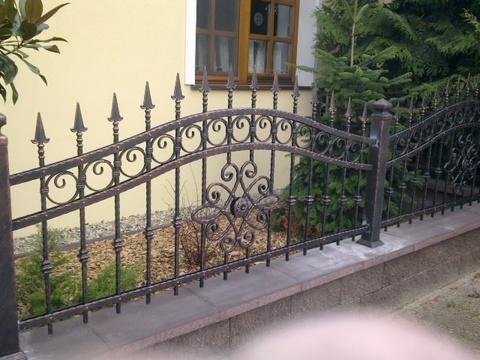 96_plotový_dielec_jemný_obluk_ornament_v_tvare-kruhu_ukončenie_spice